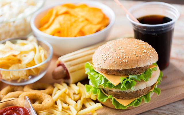 肌荒れ・ニキビの原因 栄養不足・食生活の不摂生