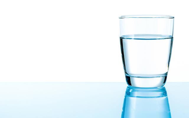 【運動しないで痩せる方法】水を1日2L飲む